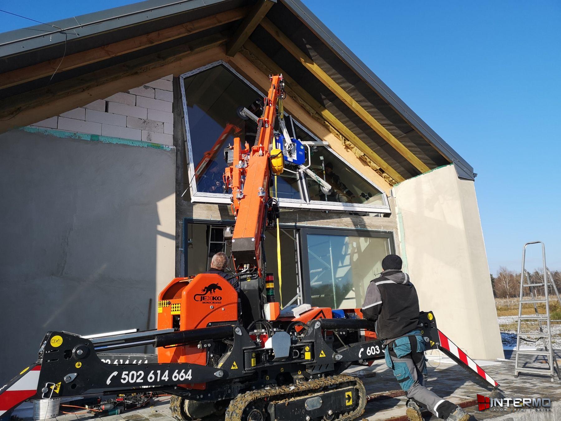Operator steruje oknem trapezowym